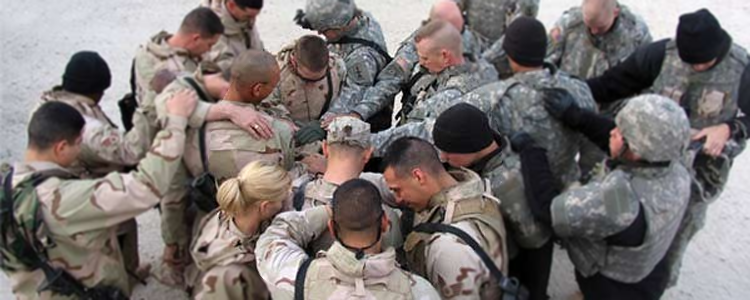 Deployed-warriors-praying